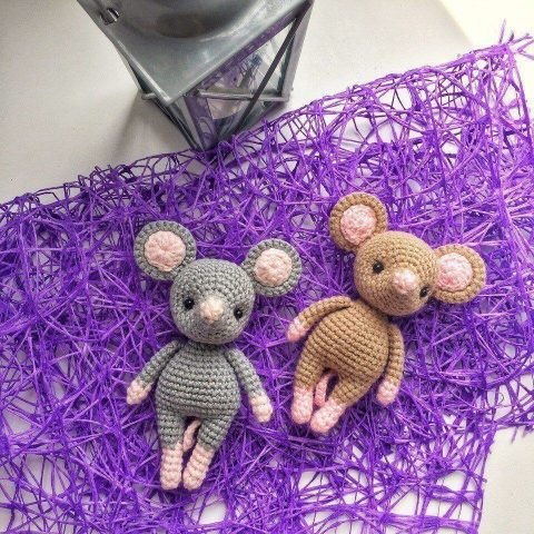 How to make a crochet mouse - free pattern - mallooknits.com | 480x480